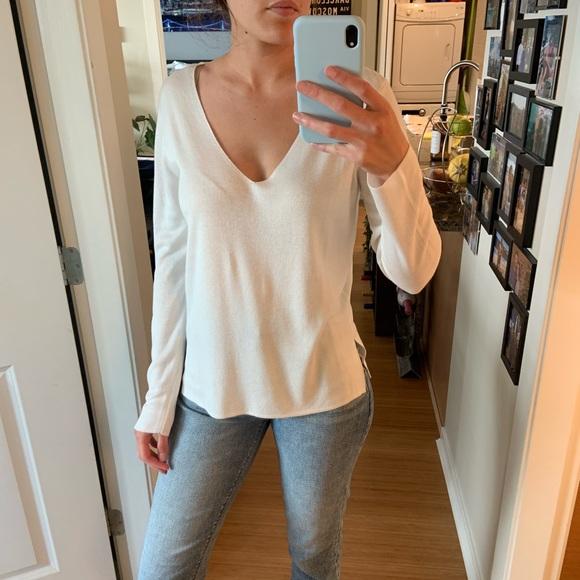 H&M White v-neck sweater